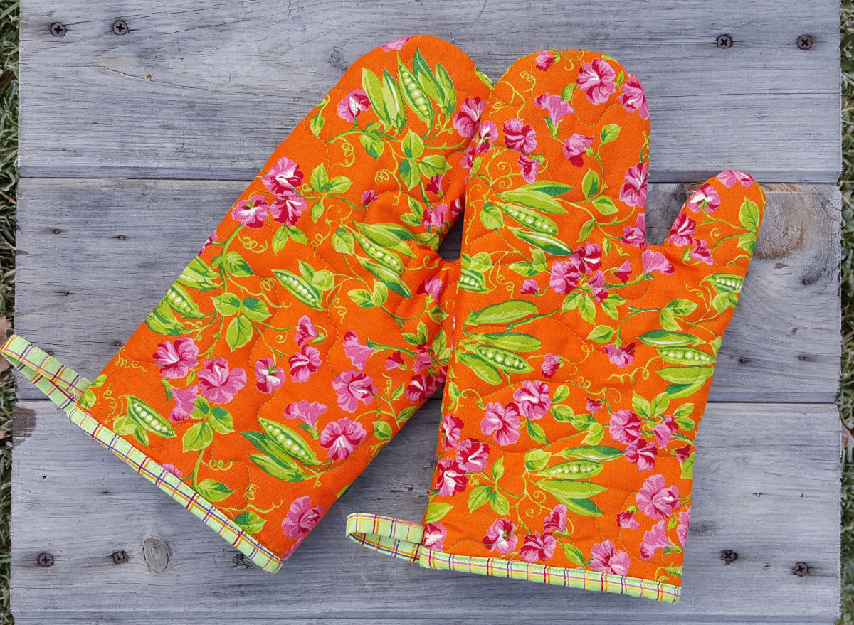 Free Patterns For Quilted Oven Mitts : Quilted Oven Mitts PDF Pattern Maine Quilt Company